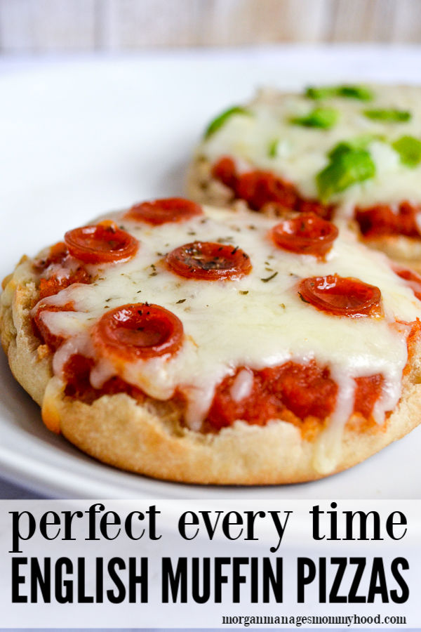 A pinable image of english muffin pizzas with pepperoni and green peppers